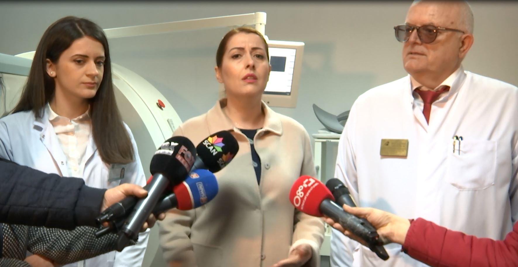 Ministrja Manastirliu takon mjekët në Sanatorium