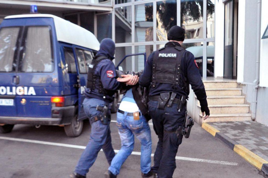 polici-arrestim-1024x680.jpg