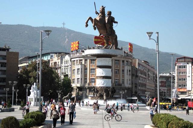 Referendumi për emrin, sekretari amerikan i Mbrojtjes viziton Shkupin