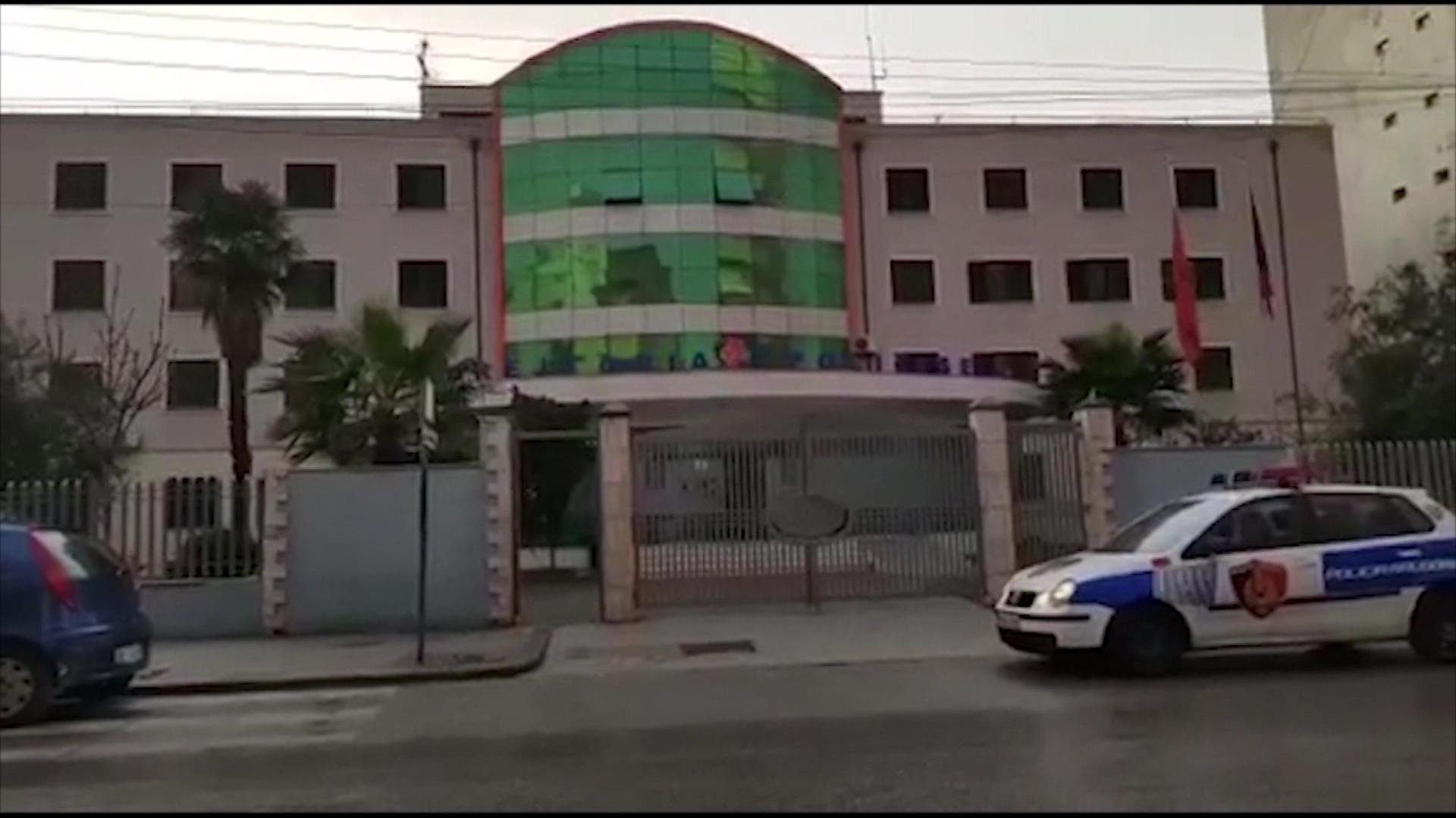Lihet në burg 17 vjeçari që vrau me thikë bashkëmoshatarin në Durrës