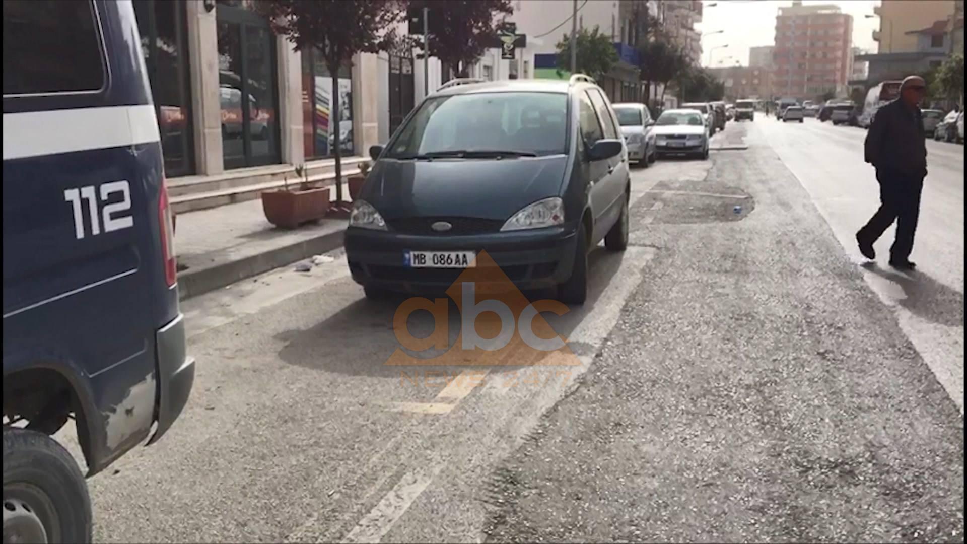 Sherr në një lokal bastesh në Vlorë/Plumb në këmbë klientit