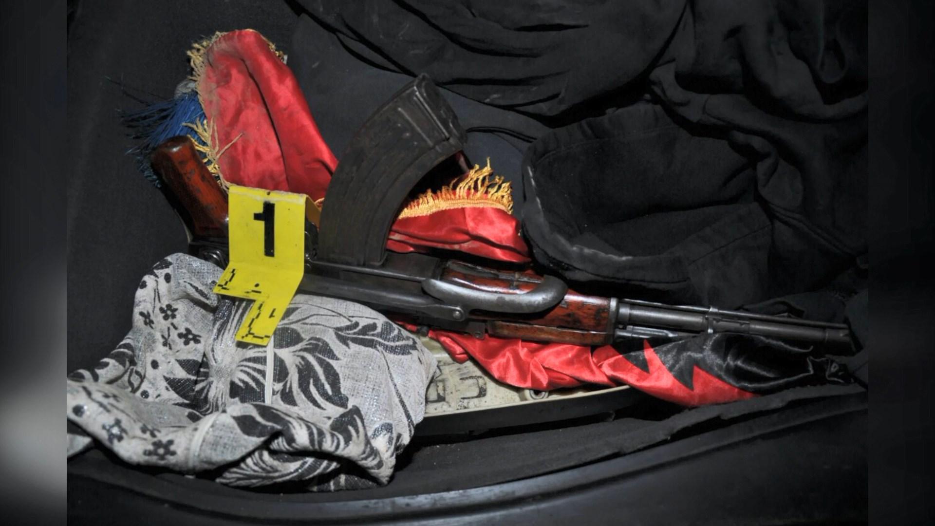 Qarkullonte me armë në makinë, arrestohet 18 vjeçari