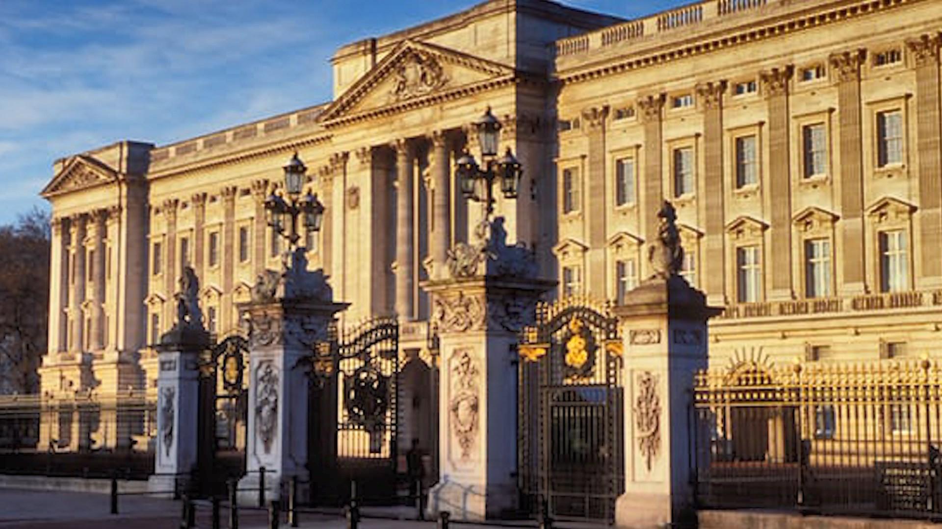 Momente frike në pallatin mbretëror në Britani