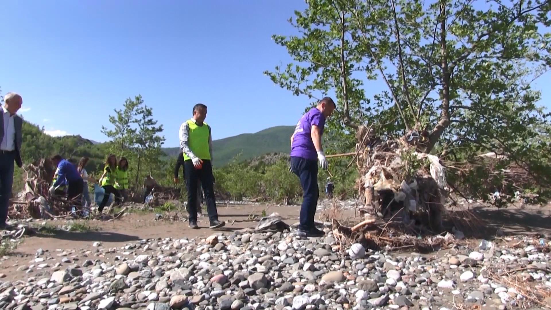 Aksioni i pastrimit shtrihet në Shkumbin