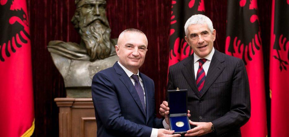 "Meta i akordon dekoratën ""Nënë Tereza"" senatorit italian Pier Ferdinando Casini"
