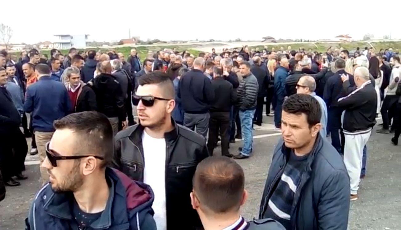 Video/ Mosbindja civile, bllokohen disa rrugë kombëtare