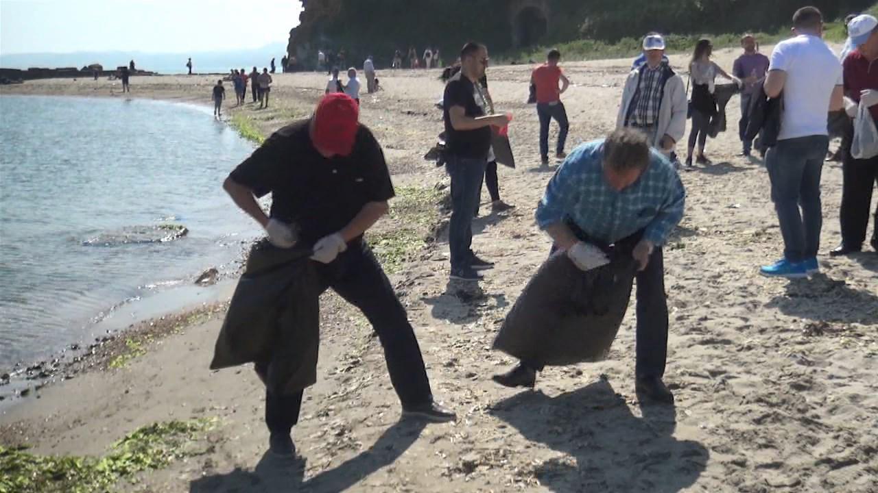Klosi dhe 500 punonjës të MTM në pastrimin e Kepit të Rodonit