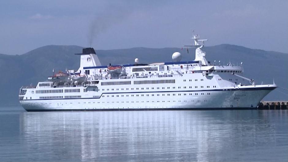 Mbi 400 turistë gjermanë zbarkojnë në Vlorë