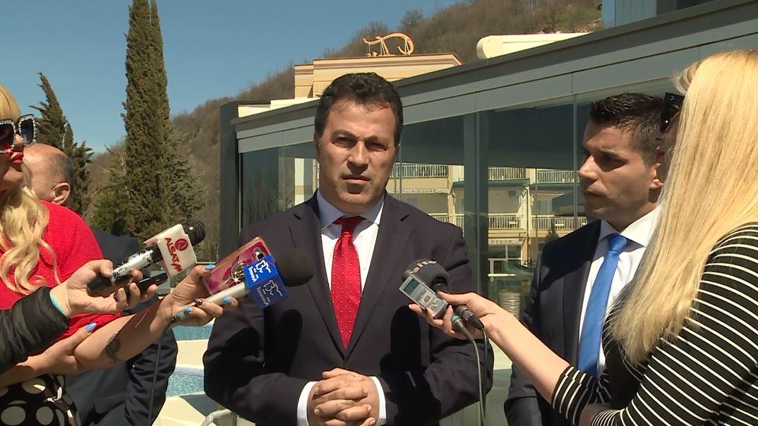 Niko Peleshi takohet me ministrin maqedonas