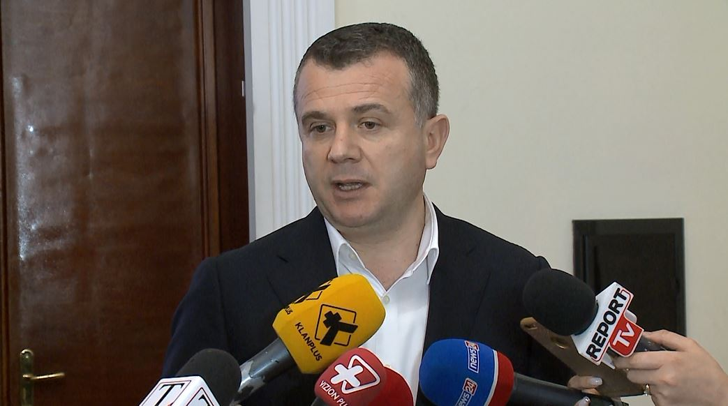 Deputetët e mazhorancës: Kundër thirrjeve për mosbindje civile