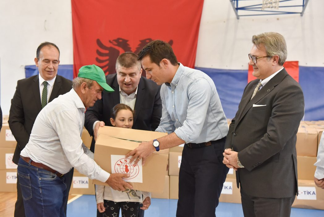 Bashkia e Tiranës, ALSAR dhe TIKA dhurojnë pako me ushqime