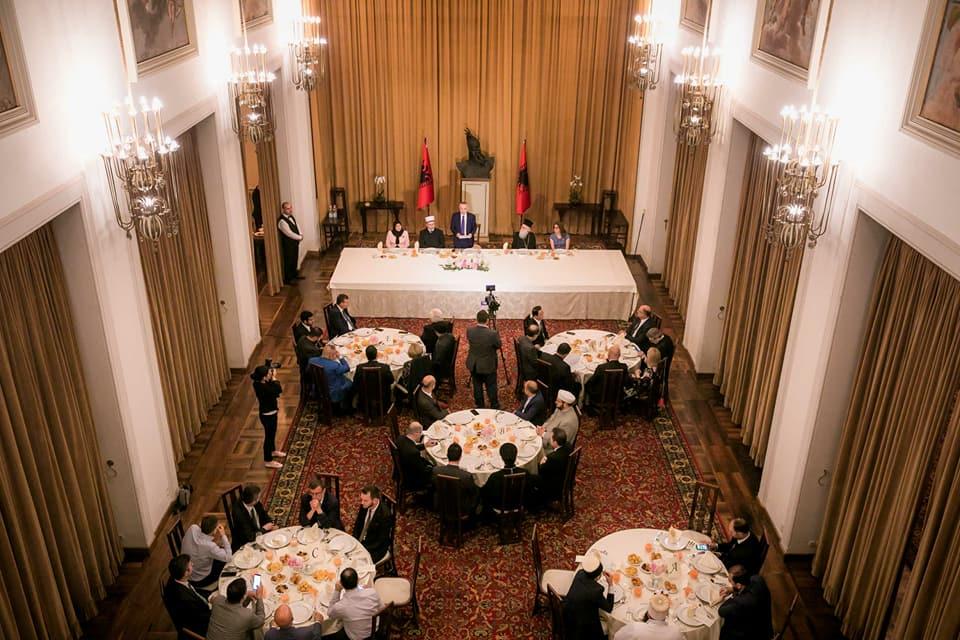 Meta shtron darkë Iftar në Pallatin e Brigadave