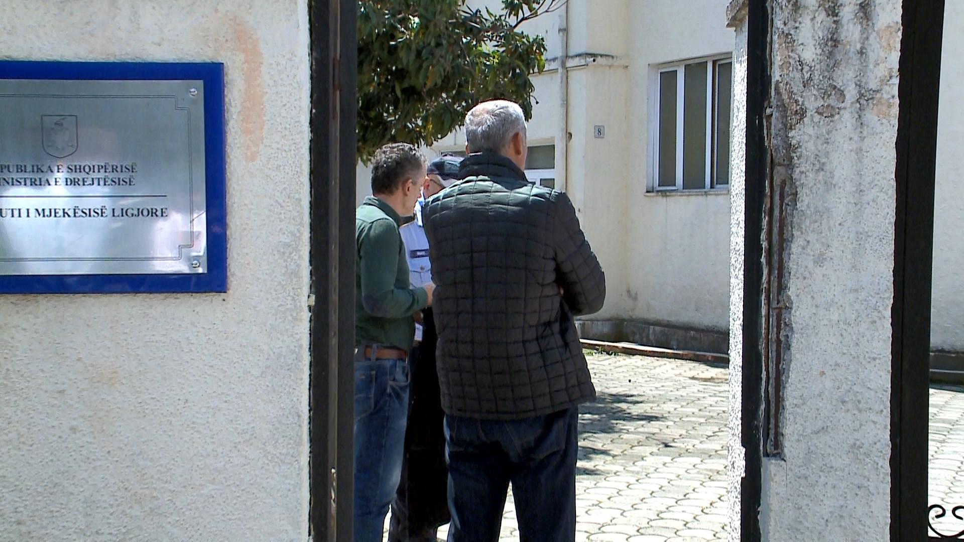Familjarët e kosovarit të djegur, në morg për të tërhequr trupin