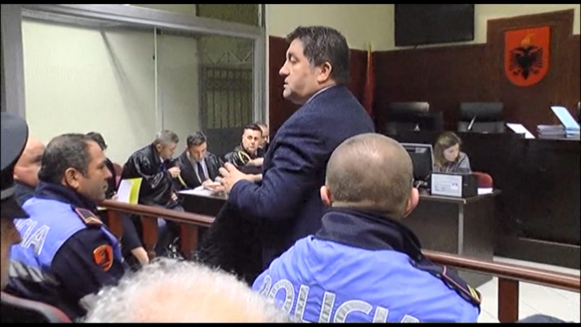 """Lirohet nga """"arresti shtëpiak"""" kryebashkiaku i Lezhës Frrokaj"""