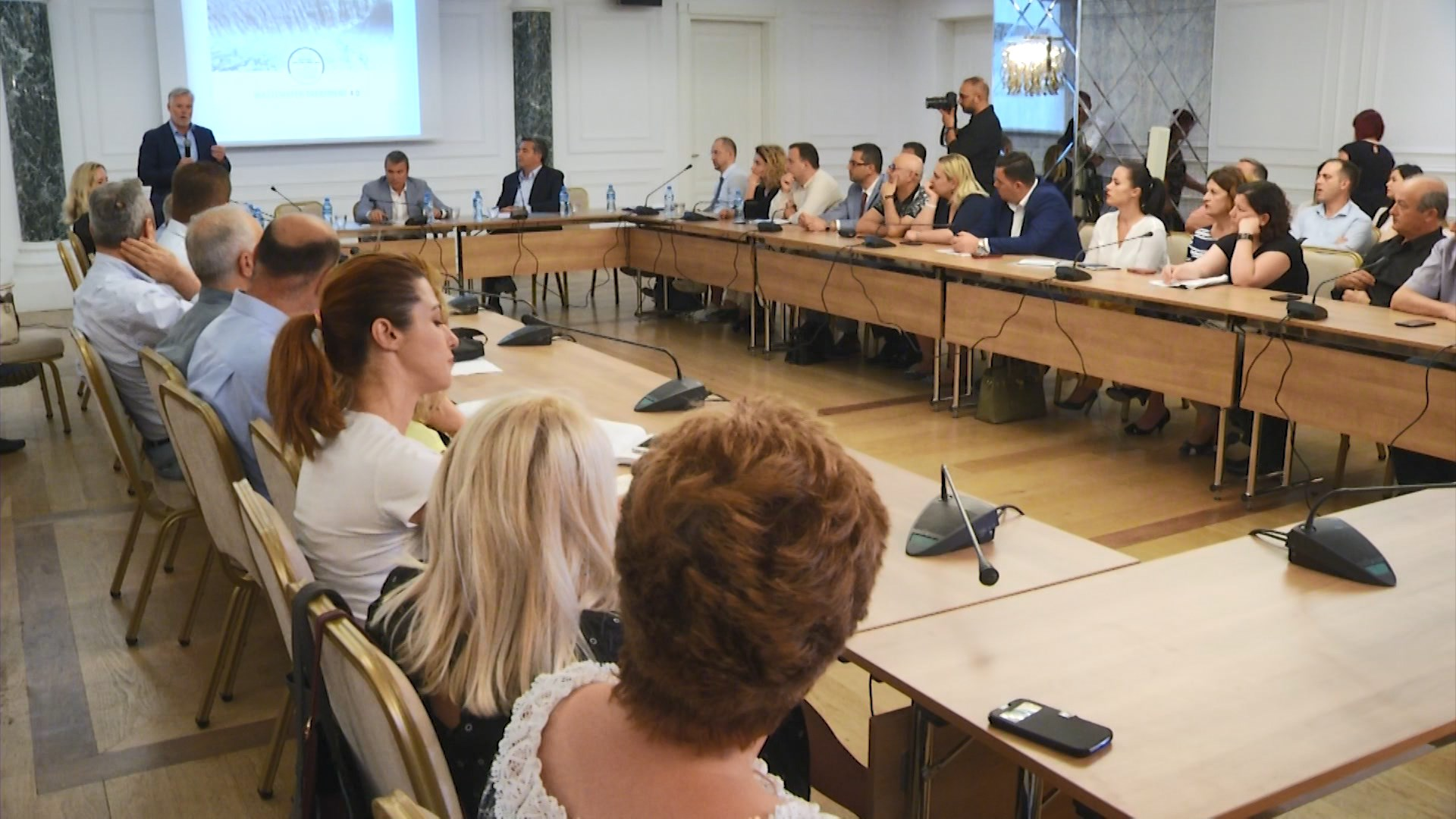 Klosi: Të premten nis aksioni për ndotësit e lumenjve e deteve