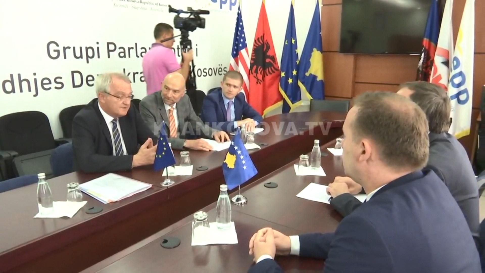 Kosova ende larg liberalizimit të vizave/ PE kritika politikanëve