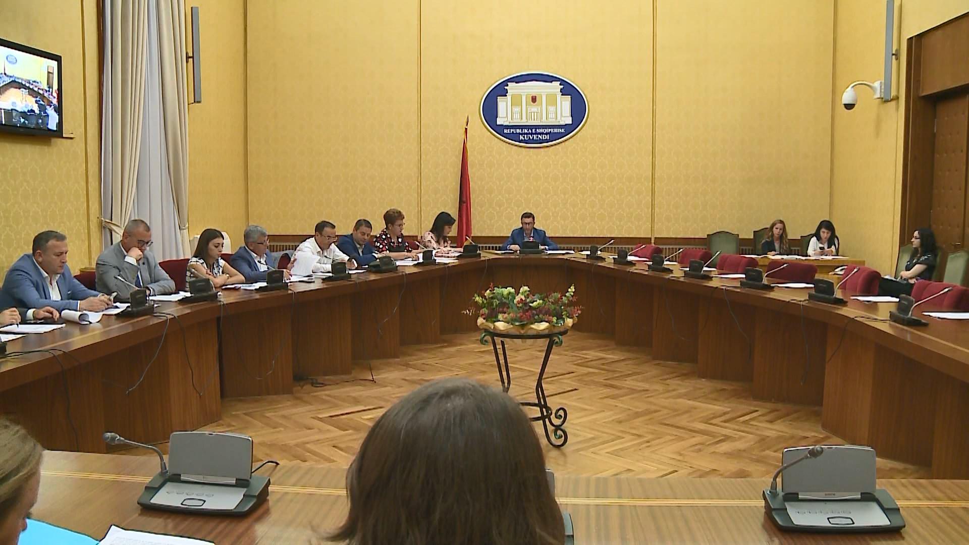 """""""Ligjet"""" miratojnë pa opozitën komisionin për organet e drejtësisë"""