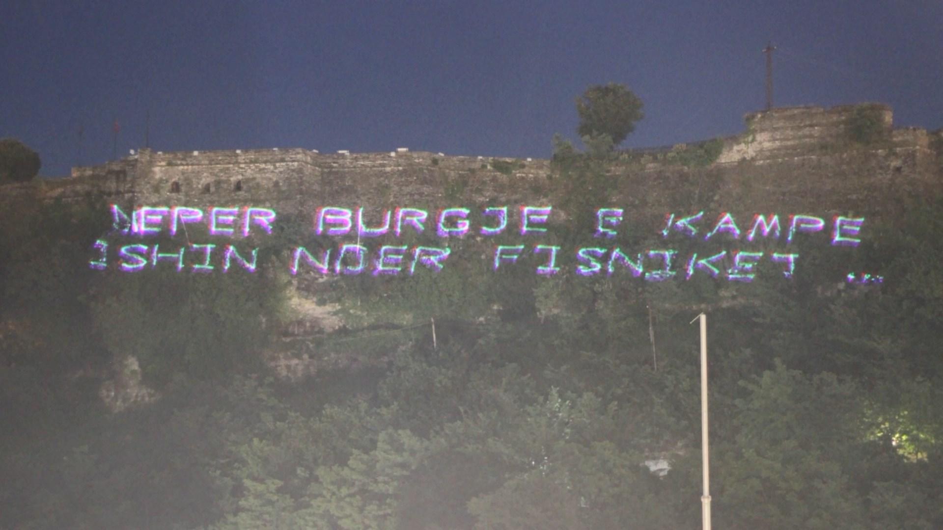 """""""Edhe muret kanë veshë""""/ Për të mos harruar krimet e komunizmit"""