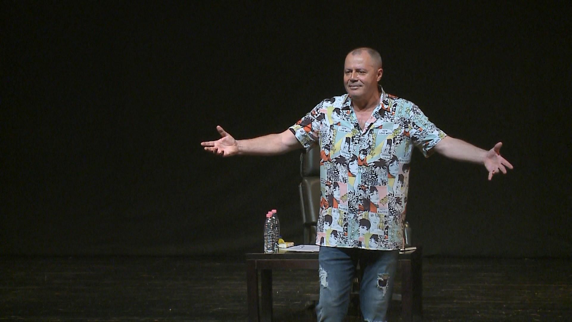 Publiku mirëpret Show-n e Mustafa Nanos