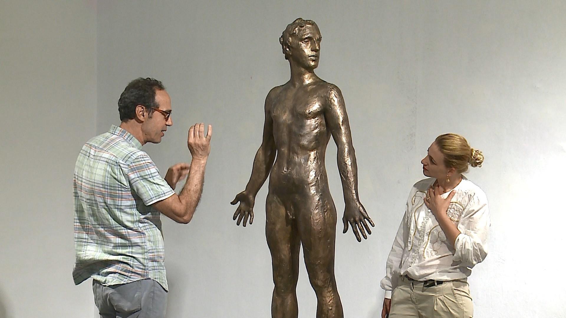 """Përsosmëria e mashkullit """"Vitruvian"""" në bronz nga skulptori Kreshnik Xhiku"""