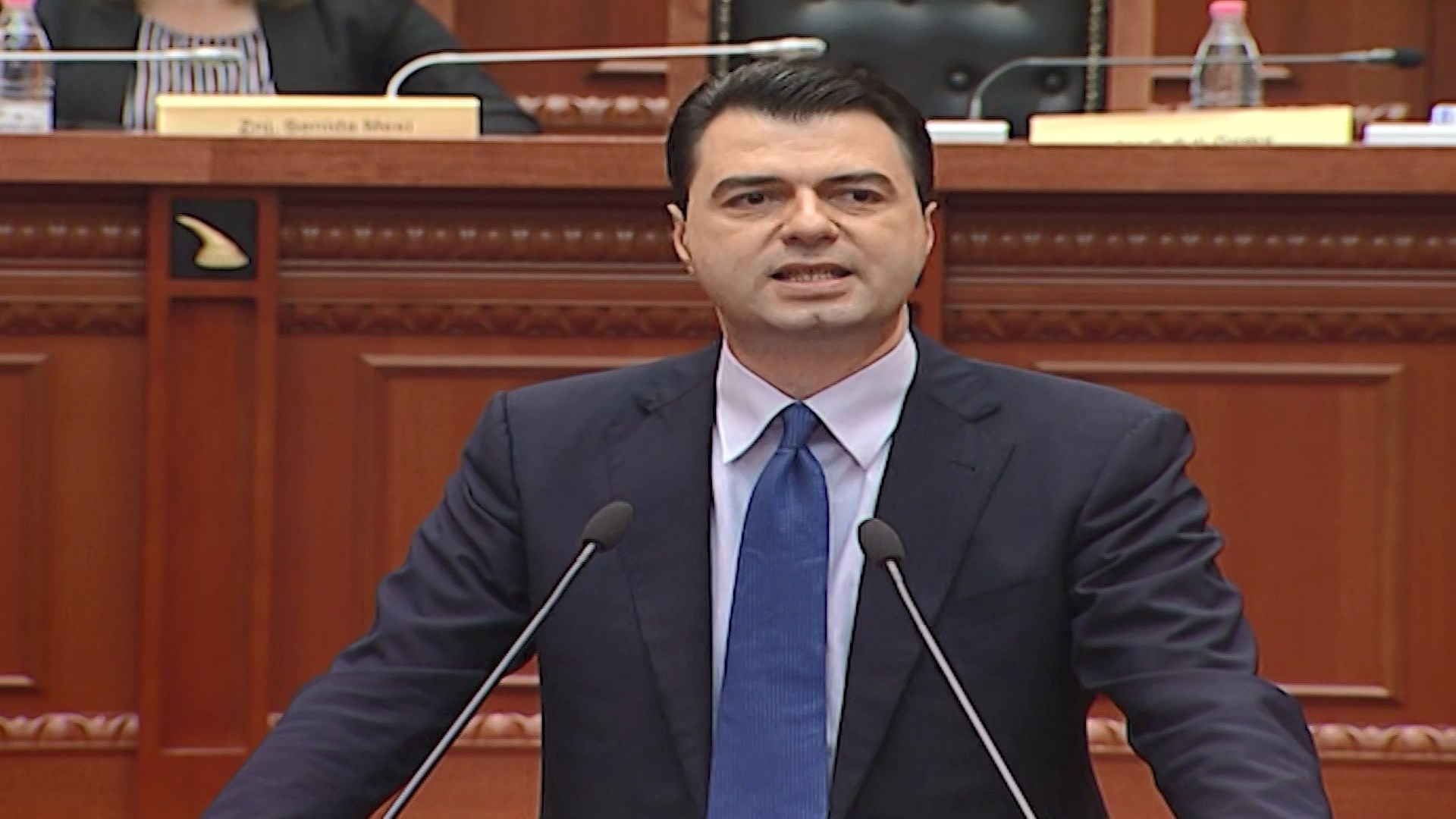 Opozita bllokon foltoren e Kuvendit/ Basha: Kushtetuta ka rënë
