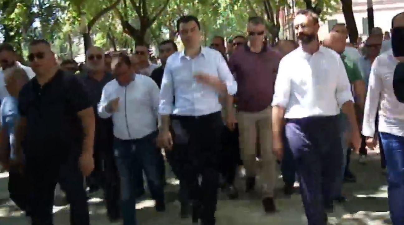 Basha tërheq protestuesit nga Ministriae Brendshme