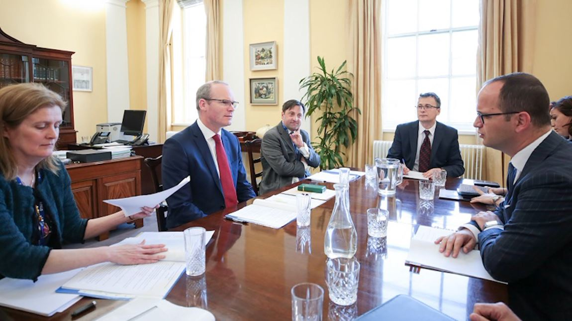 Ministri Bushati takon homologun irlandez