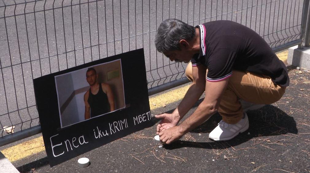 Protestë para Ministrisë së Brendshme për vdekjen e Enea Ftojit