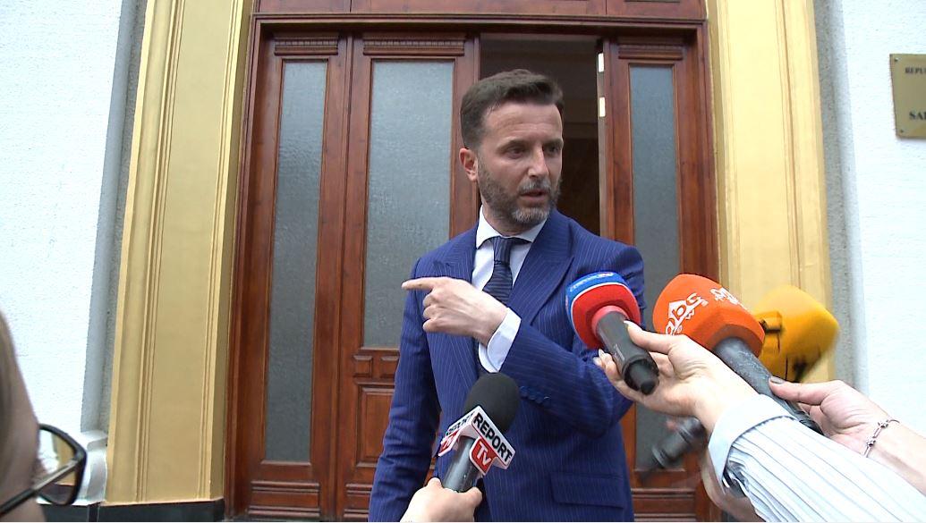 Zv/kryeministri Braçe reagon pas vendimit të gjykatës për falsifikuesit e biletave
