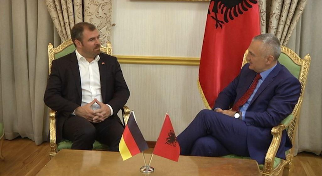 Deputeti i Merkelit, Florian Hahn në Shqipëri