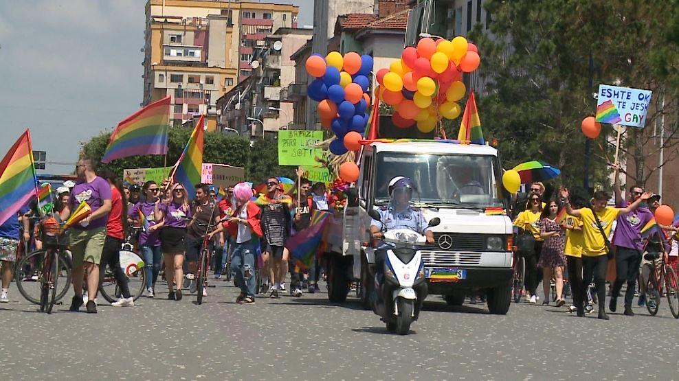 Komuniteti LGBT pedalon në Tiranë, Donald Lu në mbështetje të tyre