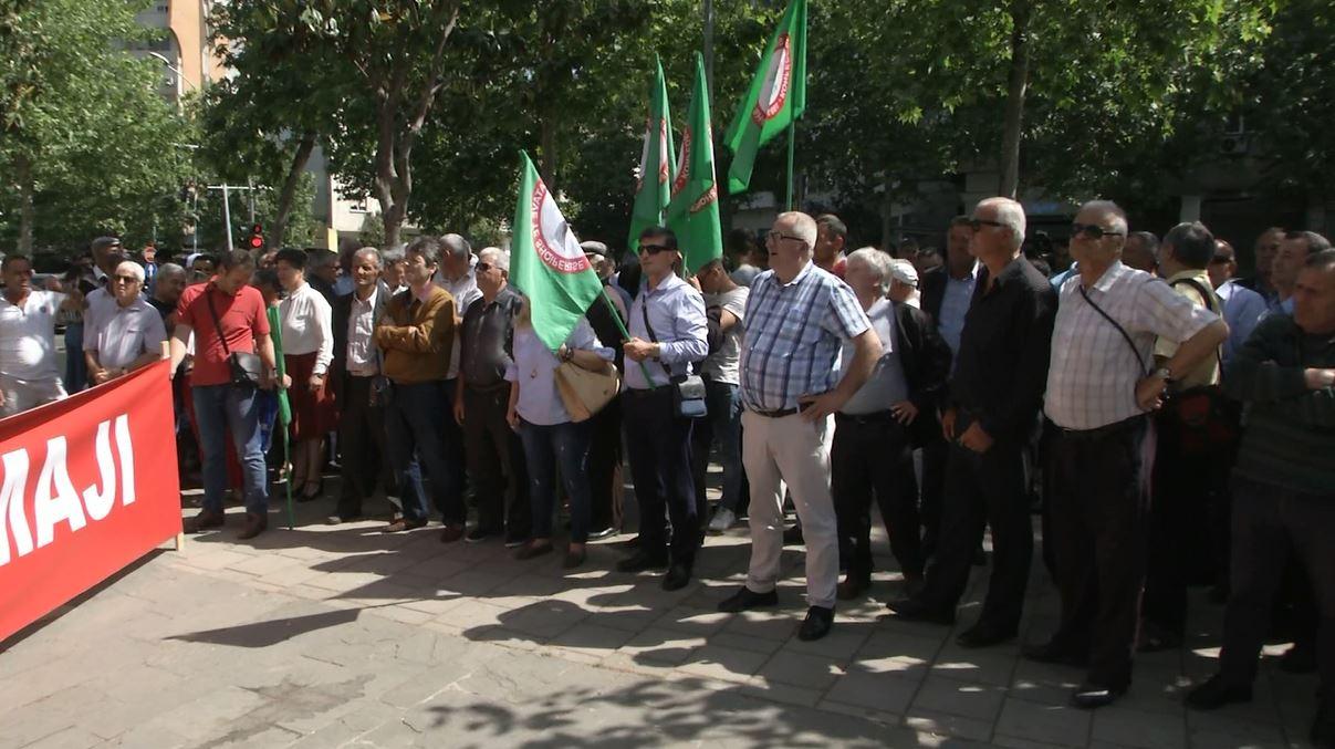 """1 Maji, Konfederata e Sindikatave proteston tek """"Ushtari i panjohur"""""""