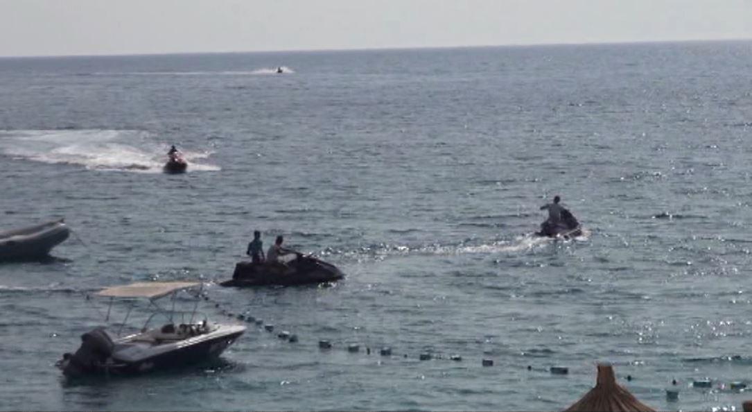 Gara me motora uji në Vlorë, pushuesit të rrezikuar