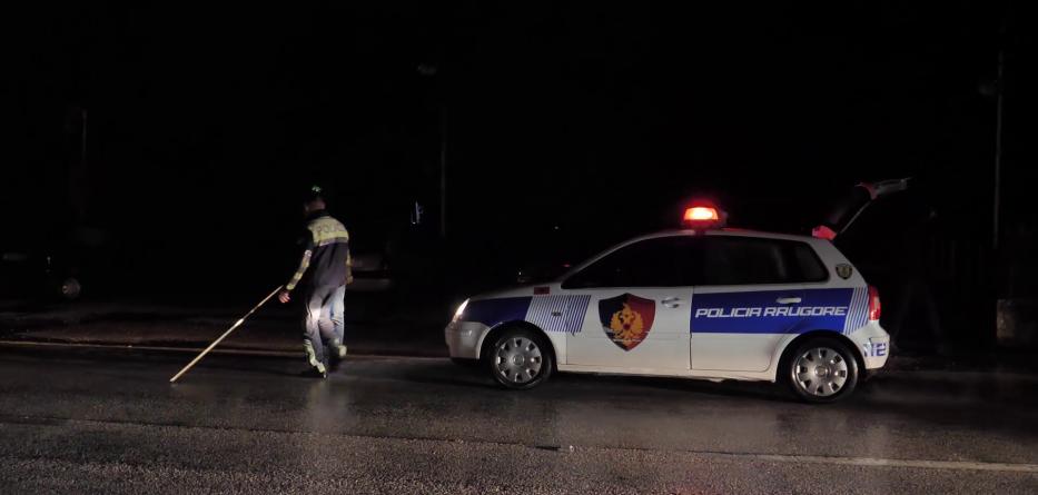 Makina aksidenton për vdekje kalimtarin në Fier