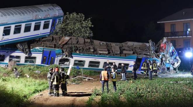 Treni përplaset me kamionin dhe del nga shinat në Torino