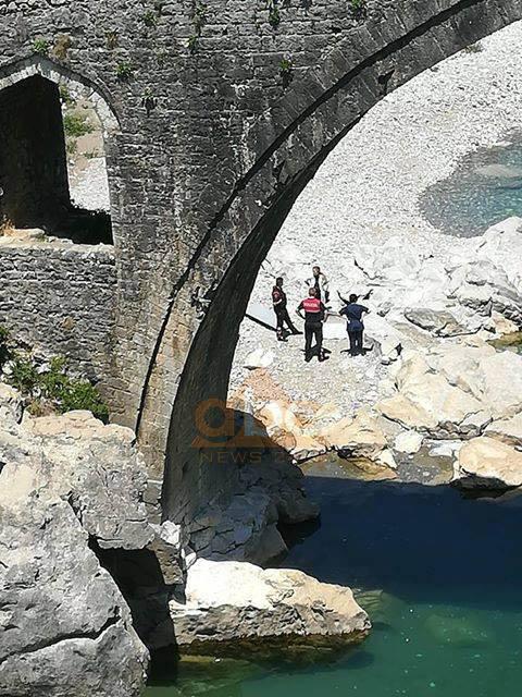 Foto/ Humb jetën i riu në lumin Kir të Shkodrës
