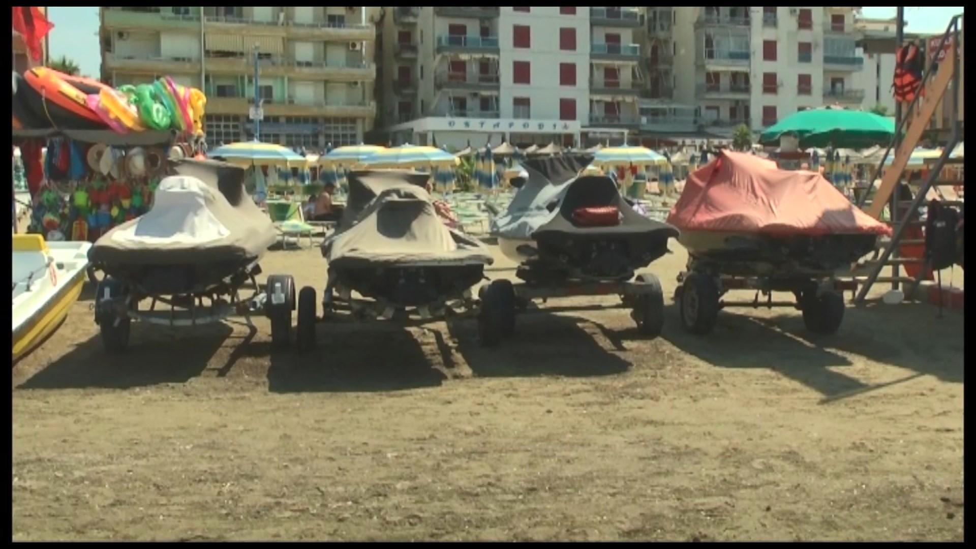 Durrës/ Policia bllokon motorët e ujit, pronarët protestojnë