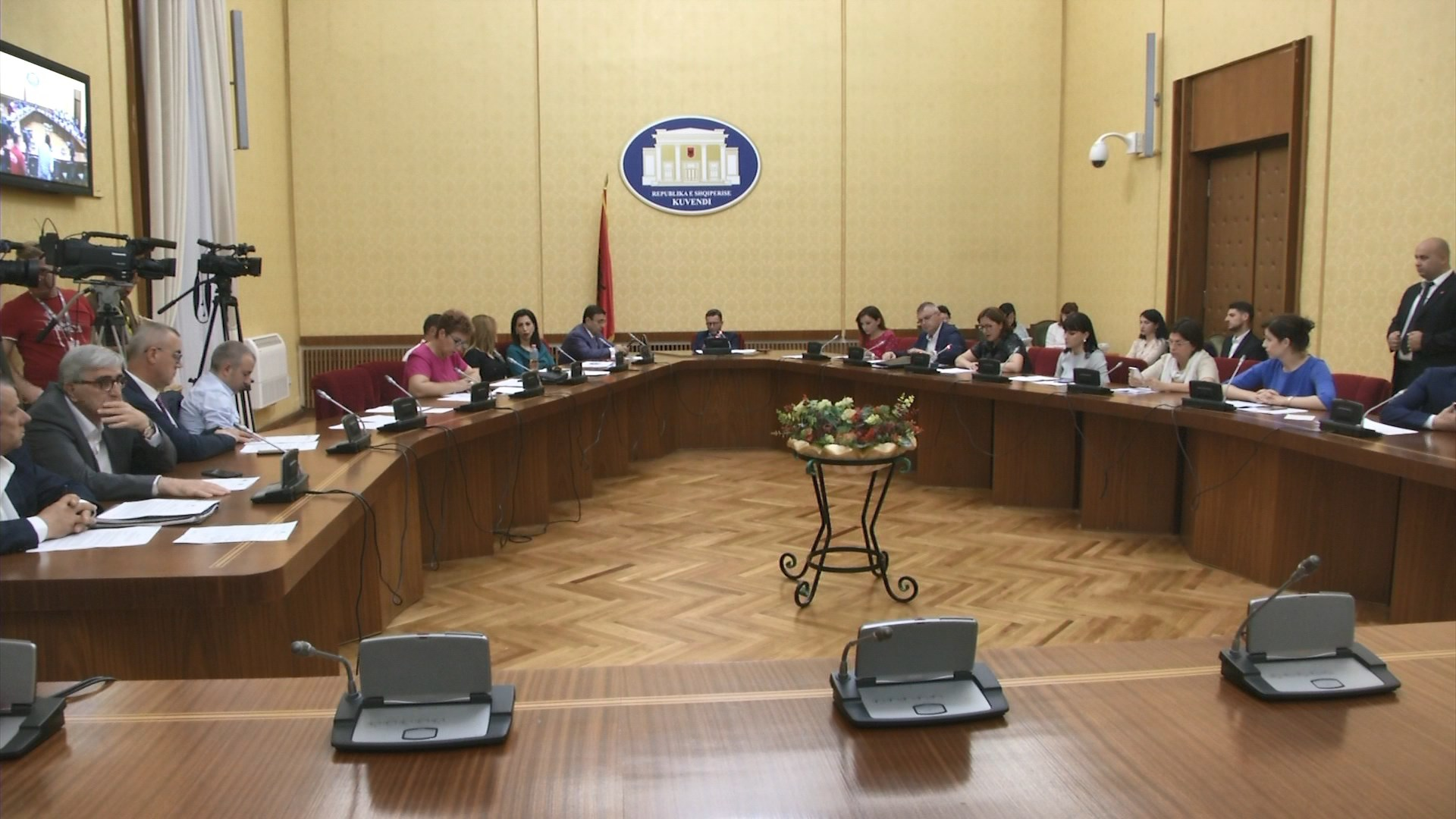 Opozita vijon aksionin: Shqipëria jashtë BE-së me Xhafajn ministër!