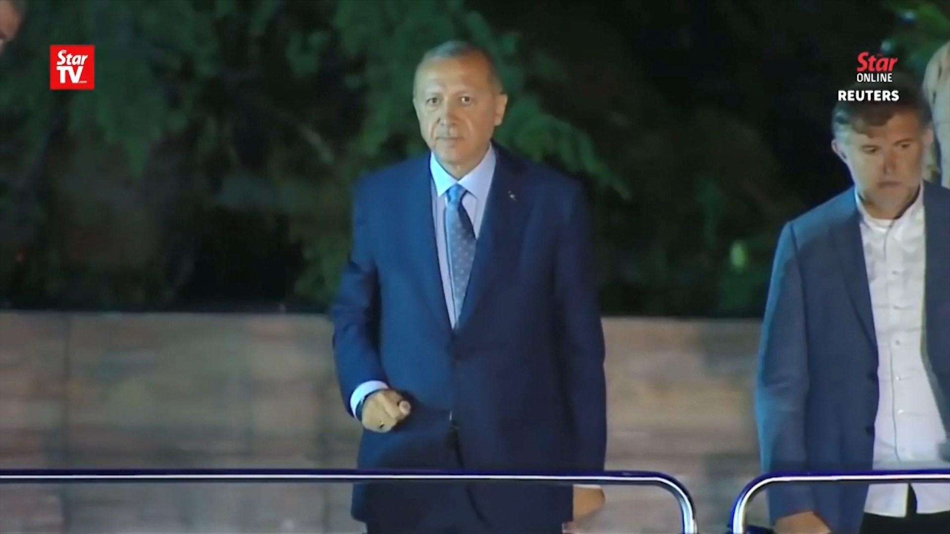 Pas fitores në zgjedhje, Erdogan merr mesazhe urimi nga aleatët dhe BE