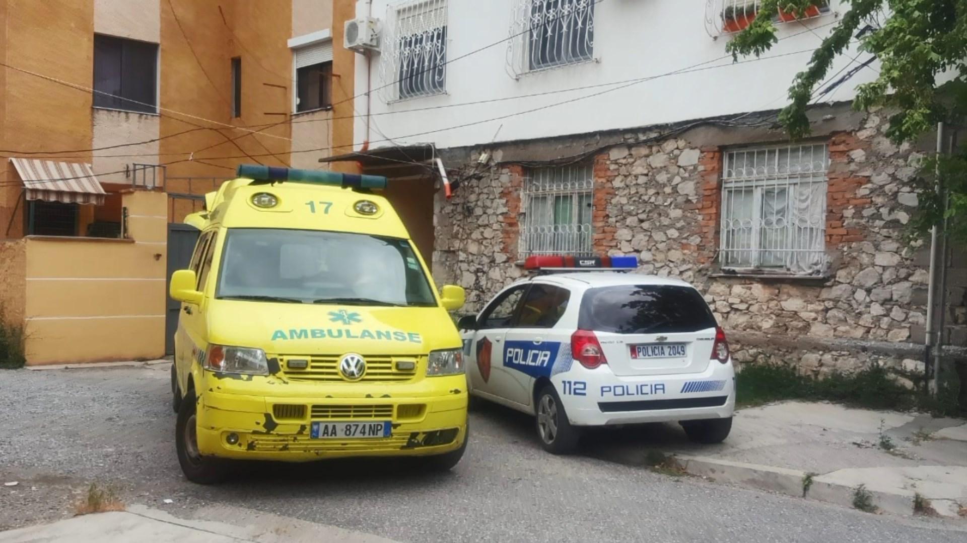Shkodër, një punëtor 62 vjeçar rrëzohet nga kati i tretë i pallatit