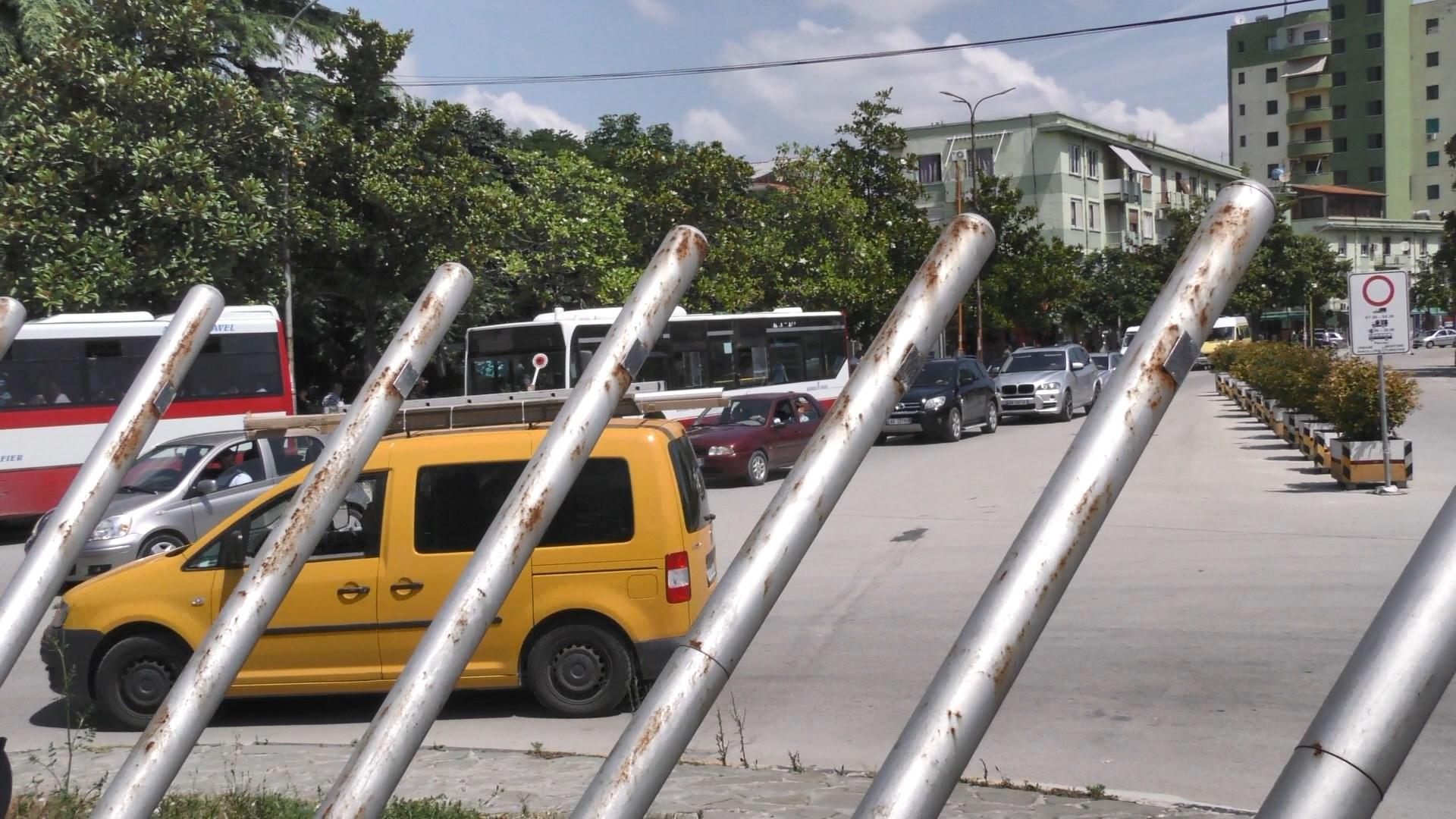 Fieri në kaos nga trafiku i makinave, Bashkia po bën punime në unazë