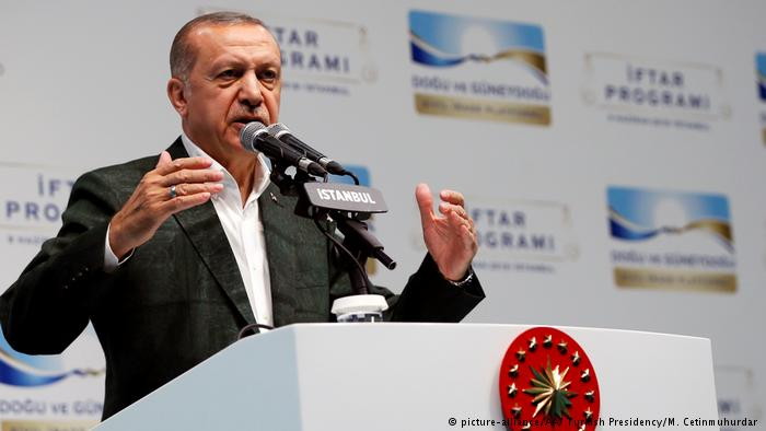 Erdogan prezanton kabinetin qeveritar, emëron dhëndrin e tij ministër