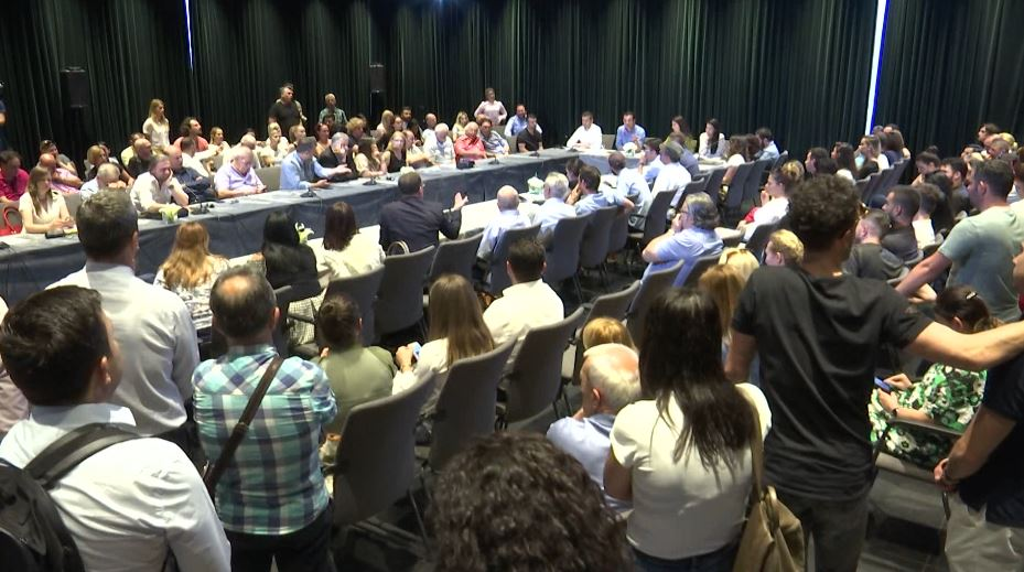 Dëgjesa për Teatrin Kombëtar, mbi 3 orë diskutime nuk prodhuan zgjidhje