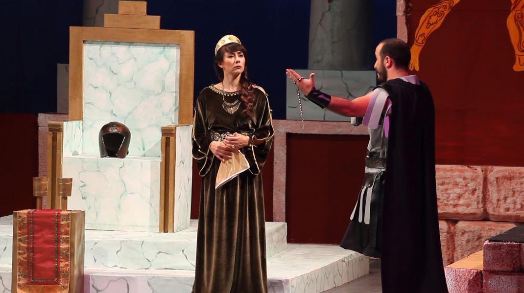 teatri-i-gjirokastre.jpg