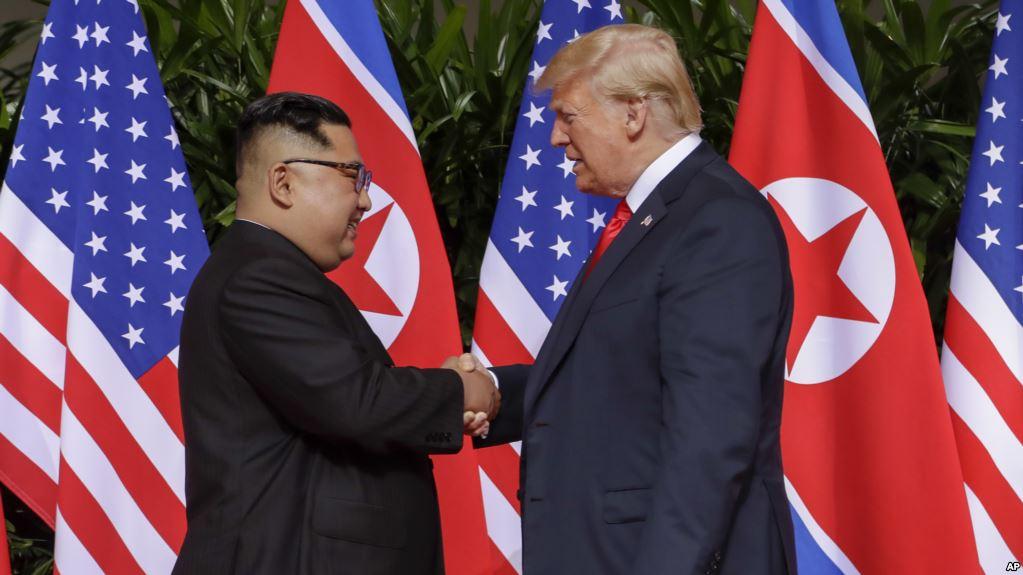 Historike, Trump dhe Kim takohen në Singapor