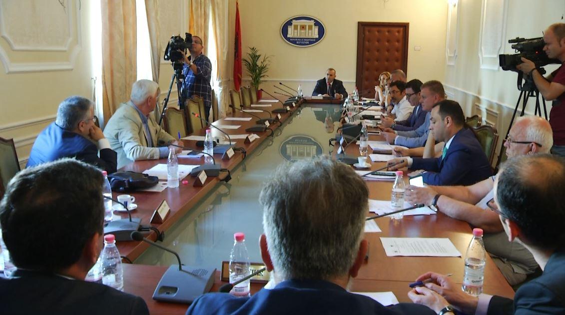 Komisioni i ligjeve shtyn diskutimin për ndryshimin e ligjit të reformës në drejtësi