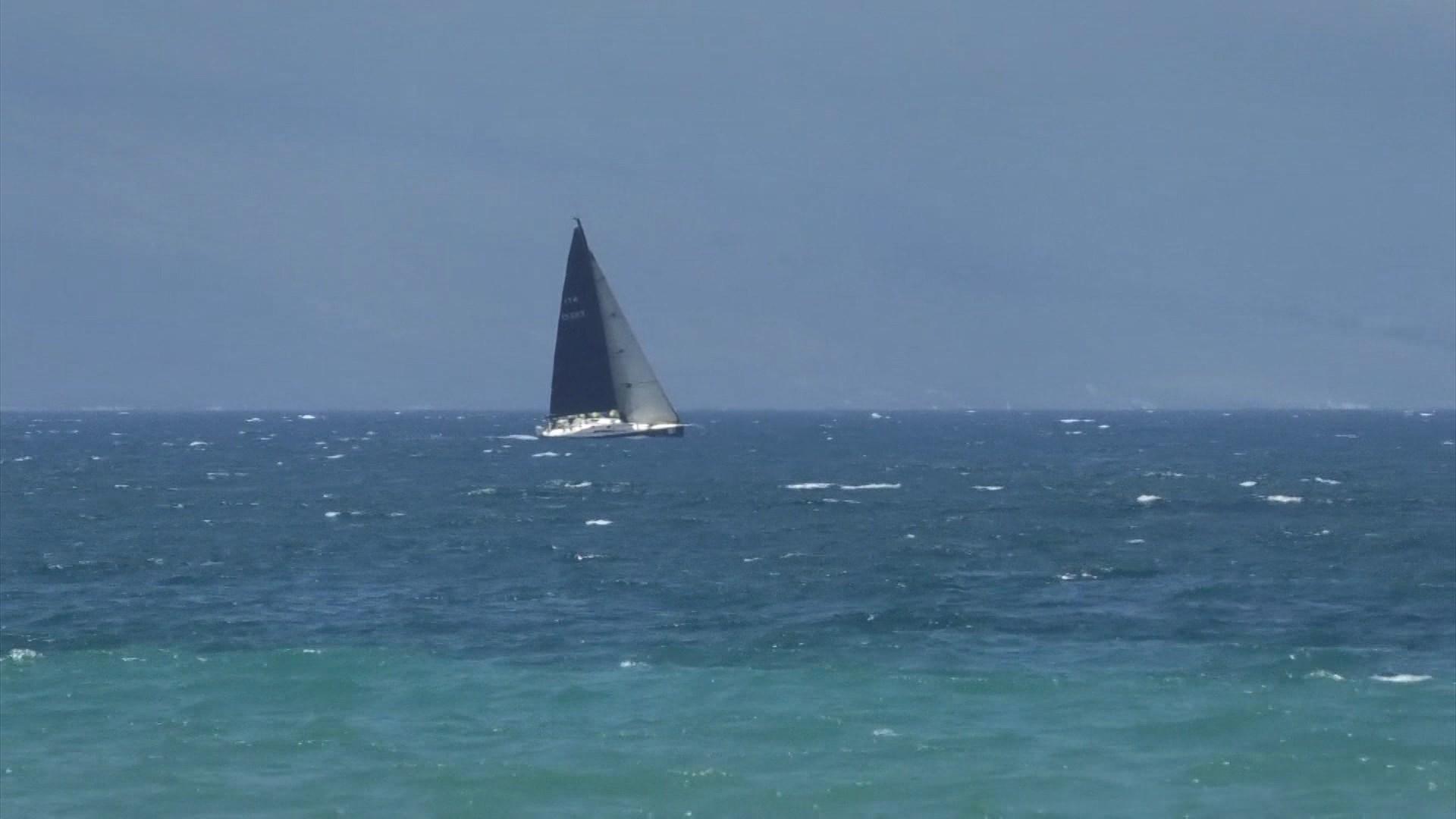 Vlorë, në kujtim të eksodit të vitit 1991, varkat me vela spektakël