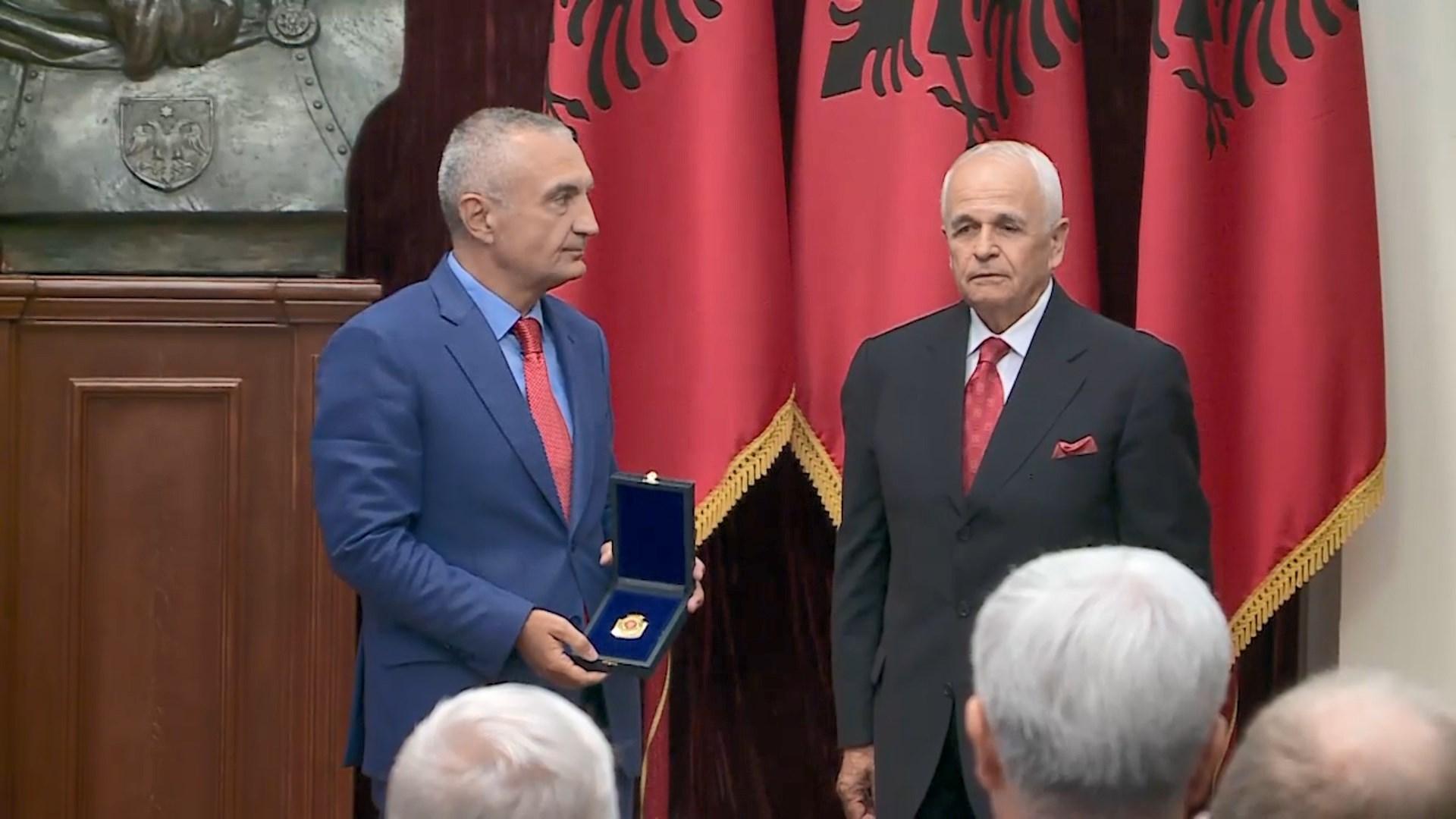 """Presidenti vlerëson diplomatin Bashkim Zeneli me titullin """"Mjeshtër i madh"""""""