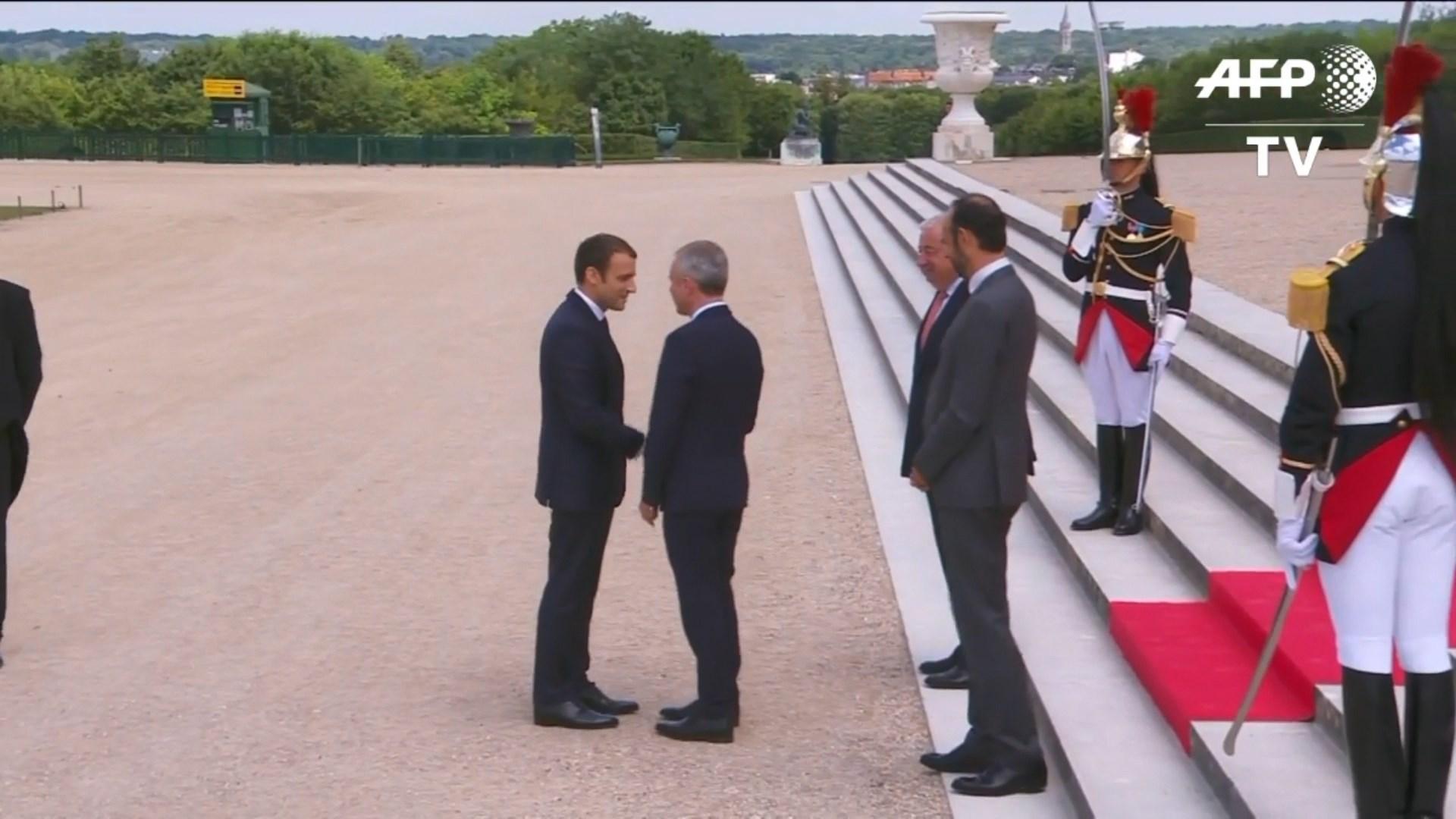 Macron mbledh deputetë e senatorë në kështjellën e Versajës
