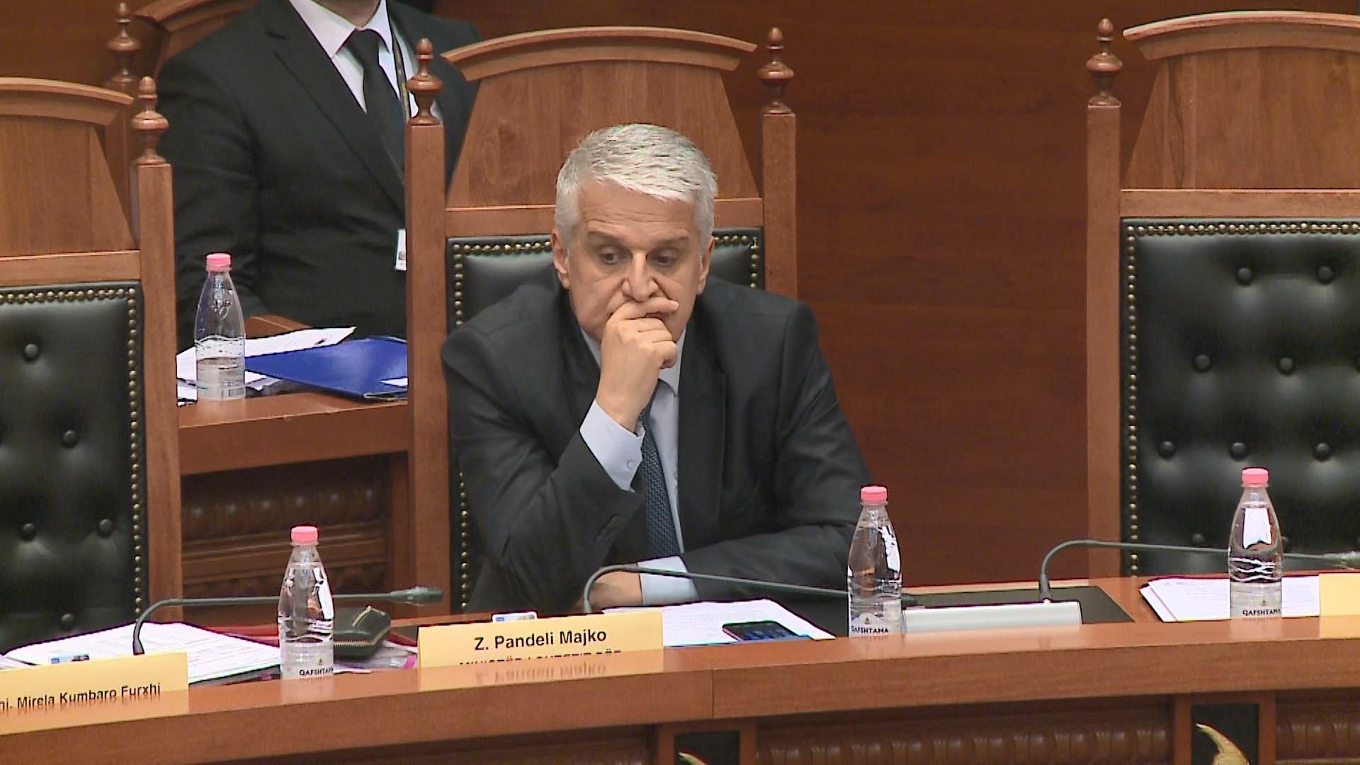 Ministri Majko s'pranon të votojë ligjin për Teatrin, braktis seancën
